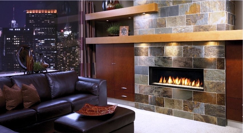 Декоративный камень незаменим при облицовке действующего камина, поскольку лучше всего передает жар пламени в окружающее пространство