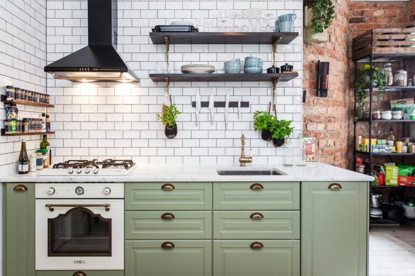 В результате объединения пространства гостиной и кухни, открываются широкие возможности для преобразования дизайна однокомнатной квартиры