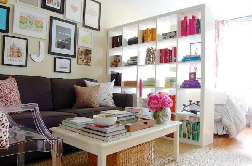 Светлые оттенки помогут зрительно расширить пространство, поэтому в однокомнатной квартире должны преобладать пастельные и бежевые тона