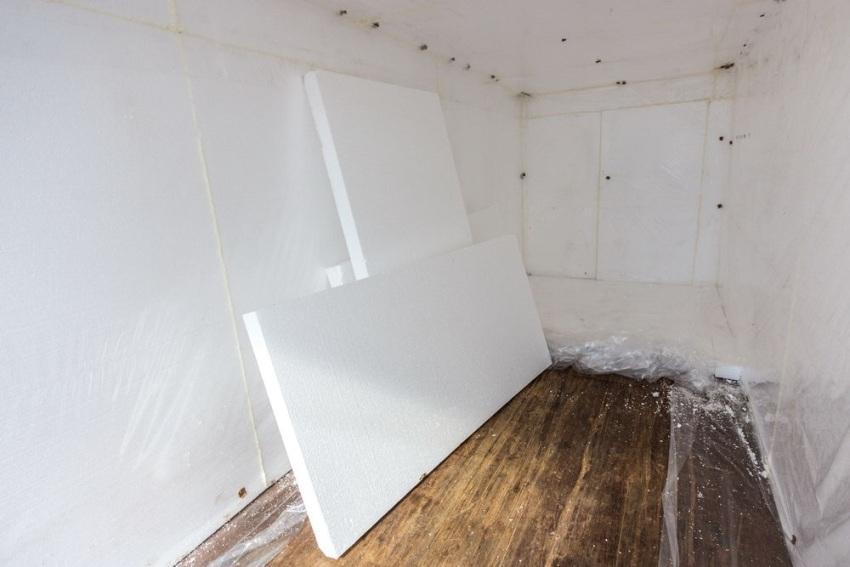 Утепление внутренних стен контейнера пенополистирольными плитами