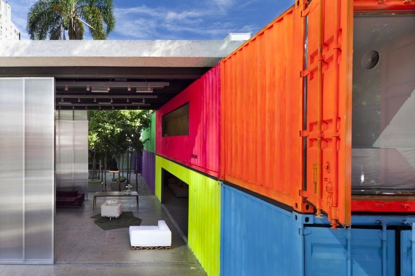 Яркий и креативный дом из морских контейнеров