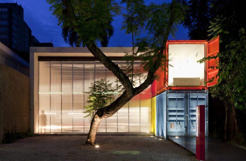 Двухэтажный дом, построенный по проекту архитектора Марсио Когана