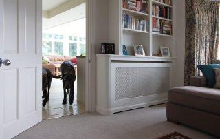 Экран на батарею отопления: защитный и декоративный элемент в помещении