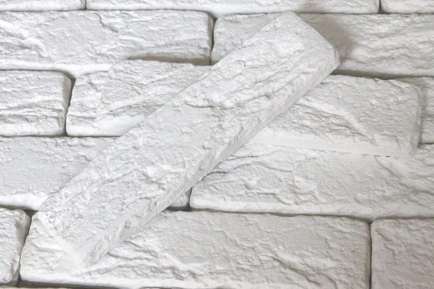 Декоративный гипсовый камень обладает прекрасными свойствами и поэтому является незаменимым материалом во время ремонта