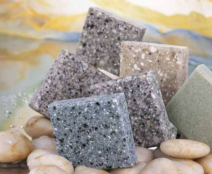 Жидкий камень используются в разных областях, это могут быть отделочные работы, облицовка фасадов, а также изготовление сантехники