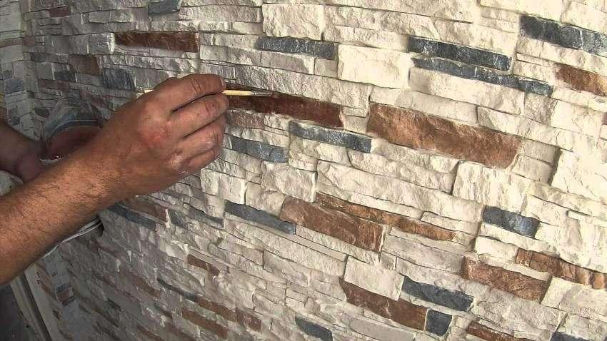 Покраска искусственного камня не только улучшает его эстетические качества после определенного времени использования, но и обеспечивает противокоррозионную защиту материала