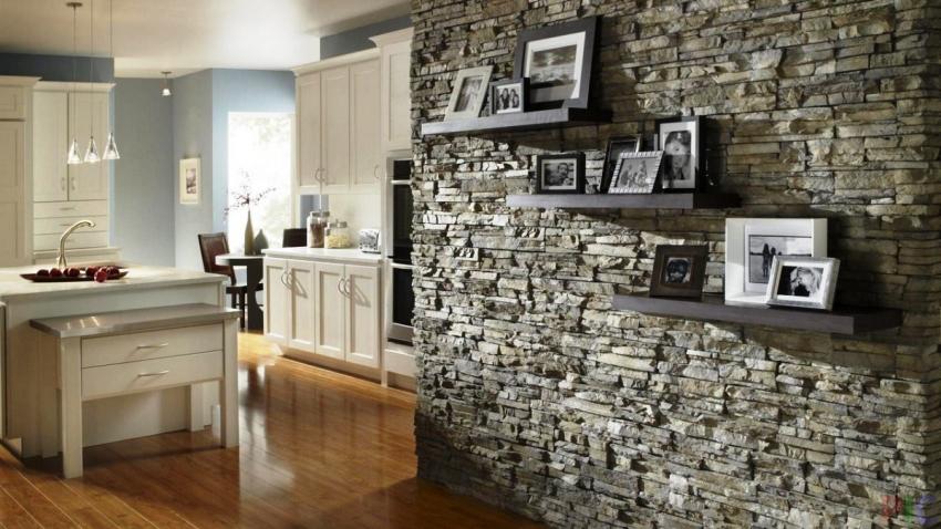 Внешне искусственный камень выглядят почти идентично с натуральными материалом, к тому же бетон, который используется при их изготовлении во много раз дешевле природного