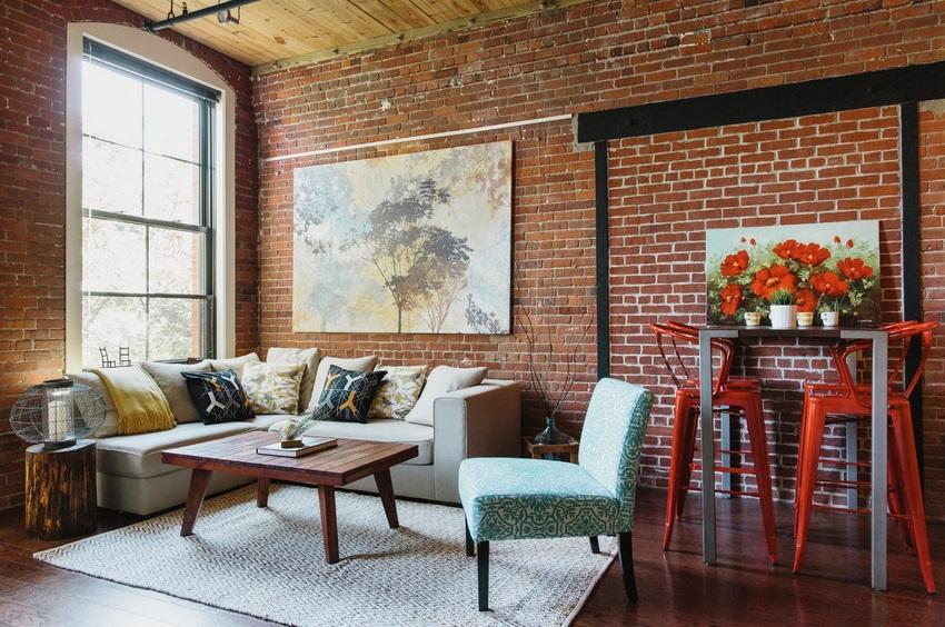 Кирпичная стена красного цвета послужит главным акцентом в интерьере комнаты