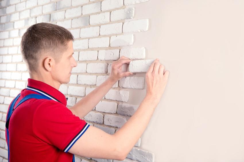 Перед началом работ по монтажу декоративного кирпича стоит провести разметку стены по намеченному дузайну