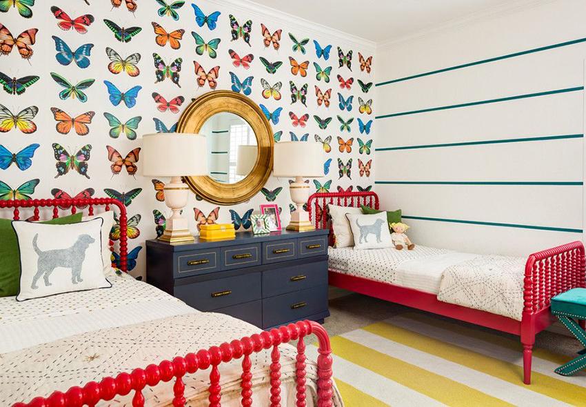В настоящее время в магазинах представлен огромный ассортимент обоев для детской комнаты или спальни девочки подростка