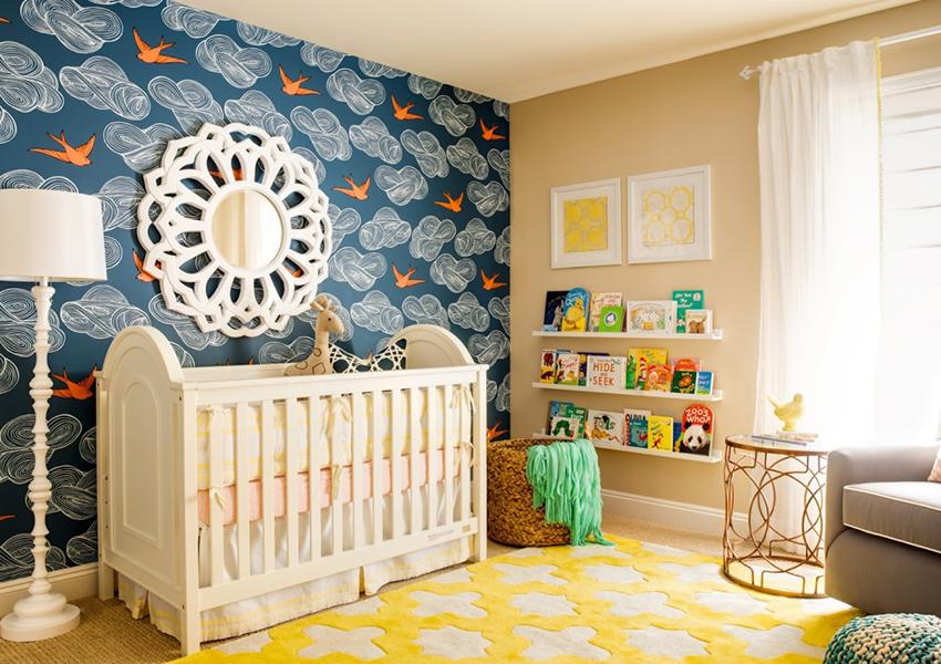 Многие выбирают для отделки детской комнаты именно обои