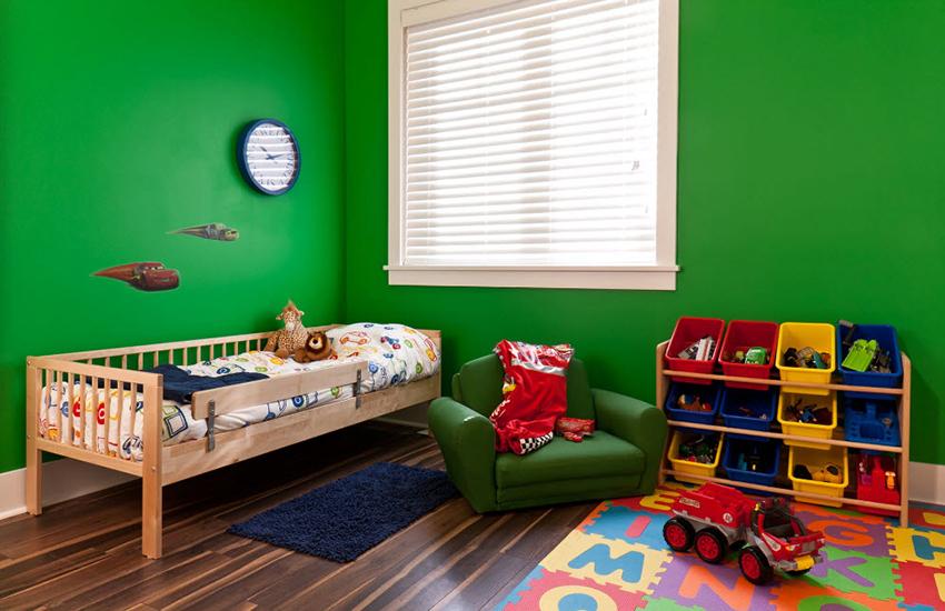 Зеленые тона в комнате будут оказывать успокаивающий эффект на ребенка