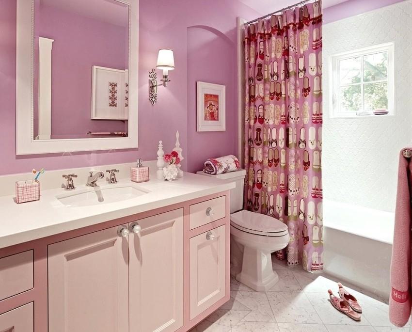 Из-за постоянно высокого уровеня влажности далеко не все обои для ванной комнаты можно использовать в этом помещении