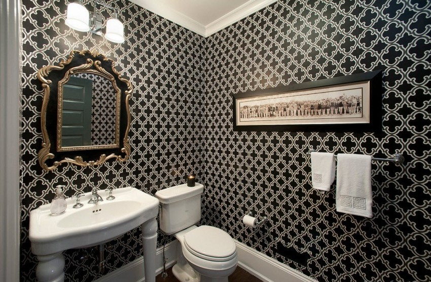Выбирать обои нужно обязательно исходя из общего стилевого оформления ванной комнаты