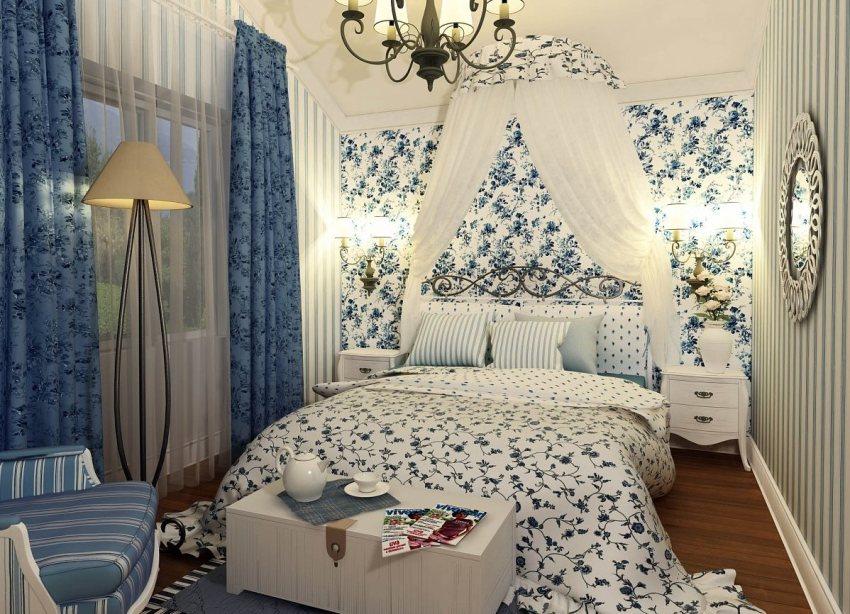 Очень часто дизайнеры используют маленькую хитрость — подбирают рисунок обоев гармонирующую с принтом на постельном белье, занавесках и скатертях