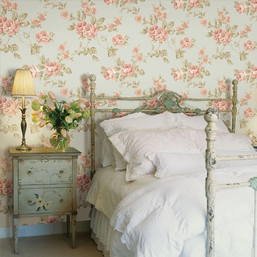 Из принтов и узоров обоев в стиле прованс наиболее популярны цветы, растения, клетчатые орнаменты, а также небольшие изображения деревьев