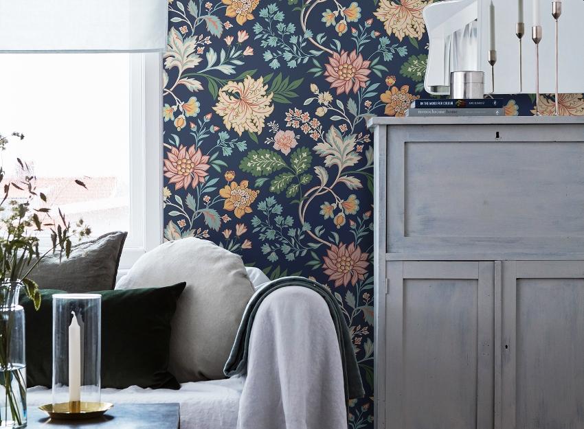 Визитная карточка прованса – флористическая тематика, поэтому большинство обоев такого типа имеют цветочные изображения