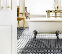 За керамической поверхностью мозаичной плитки легко ухаживать с помощью современных моющих средств