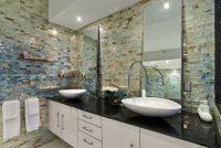 Стеклянная мозаичная плитка отлично противостоит воздействию пара и влаги, обладает особой гигиеничностью