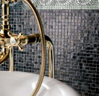 Смальтовая мозаика имеет очень гладкую и приятную на ощупь поверхность, с которой легко удаляются любые загрязнения