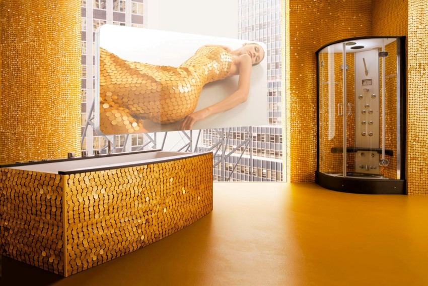 Необычной круглой формы мозаика смотрится в ванной очень оригинально и стильно