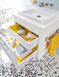 Выгодное сочетание чорно-белого микса мозаики в ванной комнате