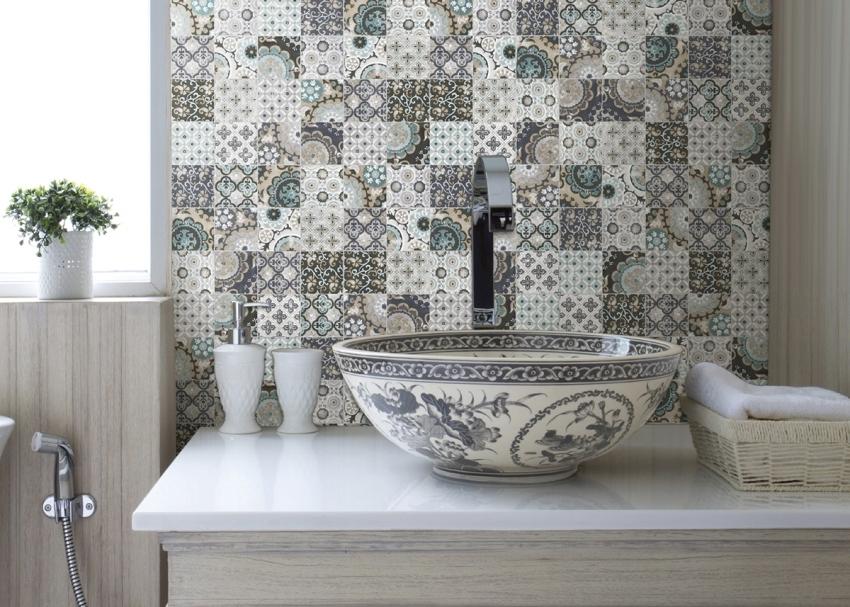 Мозаика из плитки может быть самых разных размеров, в зависимости от места и целей монтажа