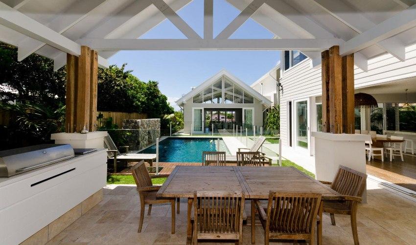 Дом с террасой выглядит очень необычно и красиво