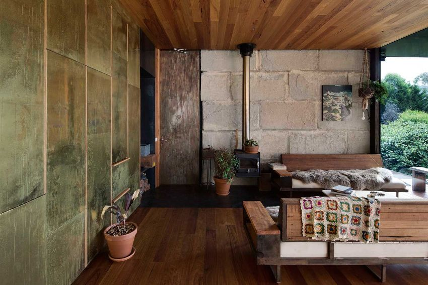 Большинство проектов одноэтажных домов с террасой имеют дополнительный выход из гостиной или кухни на террасу, это очень удобно и почти всегда оправданно