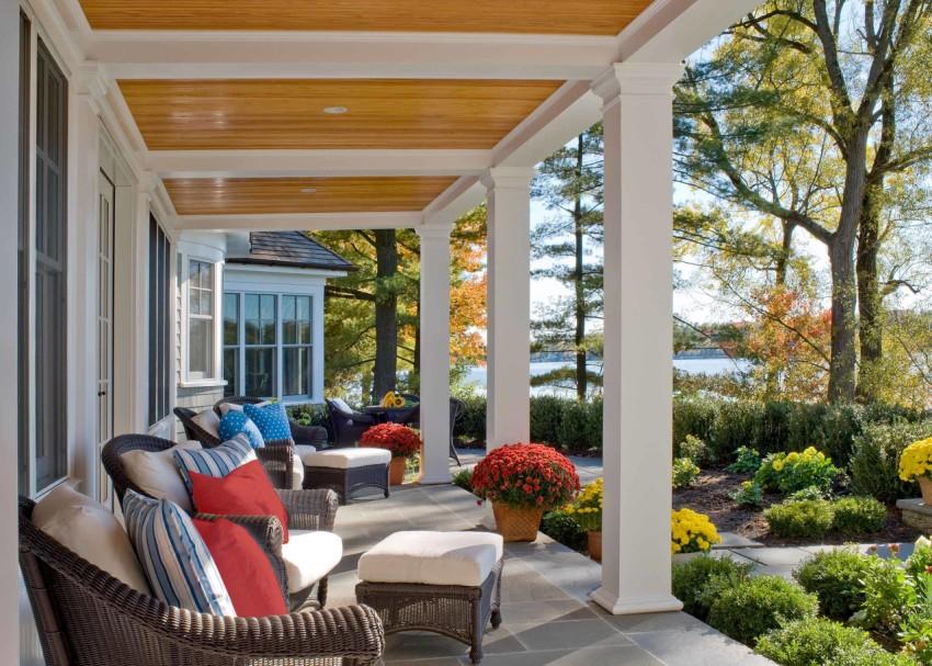Особенно эффектно дом с террасой смотрится на фоне красивого ландшафта, как природного, так и созданного человеком