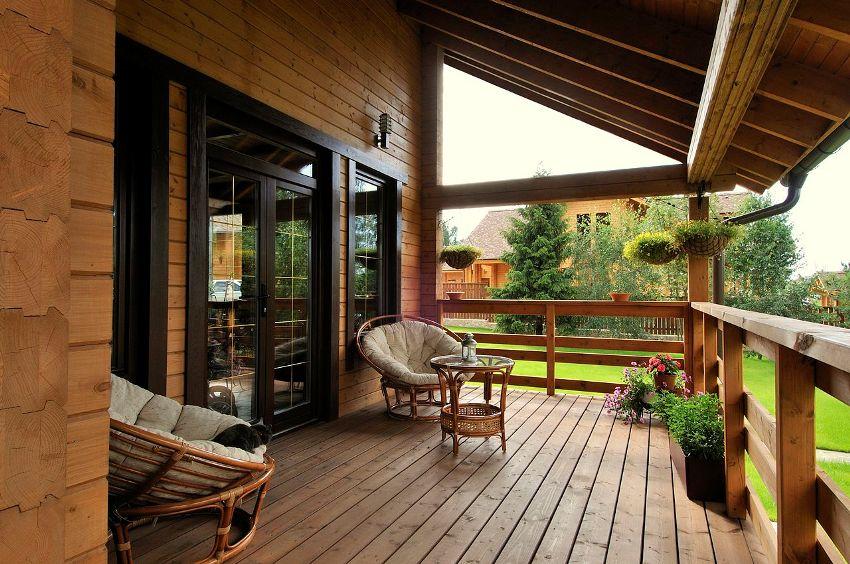 Терраса является удобным местом как для пикников, так и для отдыха в летнюю жару