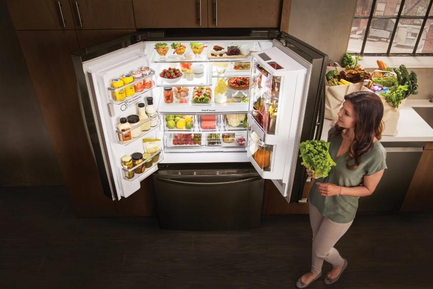 Двухдверный холодильник side by side отлично подойдет для просторной кухни