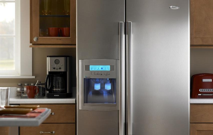 С помощью электронной панели управления можно настраивать температуру в камерах хранения и заморозки с точностью до градуса