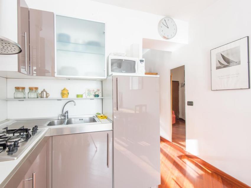 Модели встраиваемых холодильников обшиваются материалом, аналогичным фасаду кухонного гарнитура