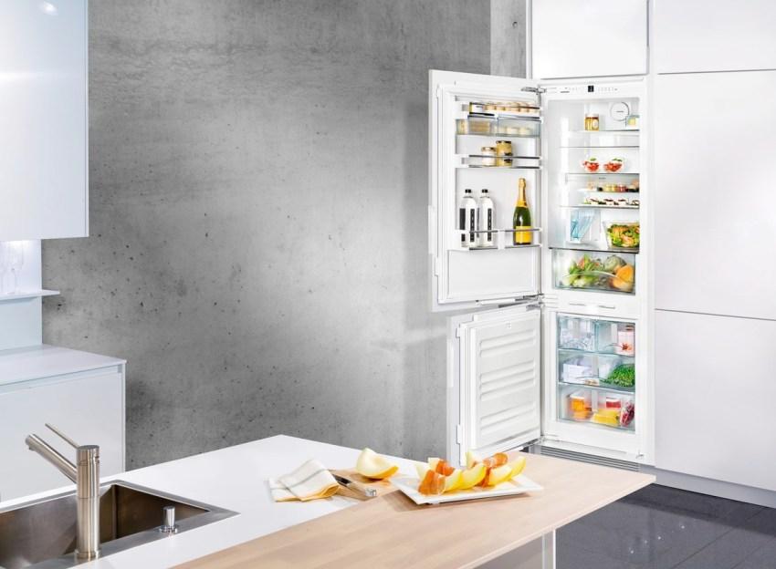 Встроенный холодильник создает меньше шума при работе