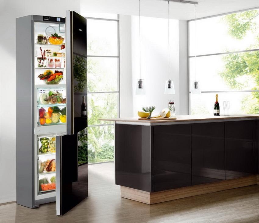 Производители, как правило, выпускают линейку холодильников одной модели в разных цветовых решениях