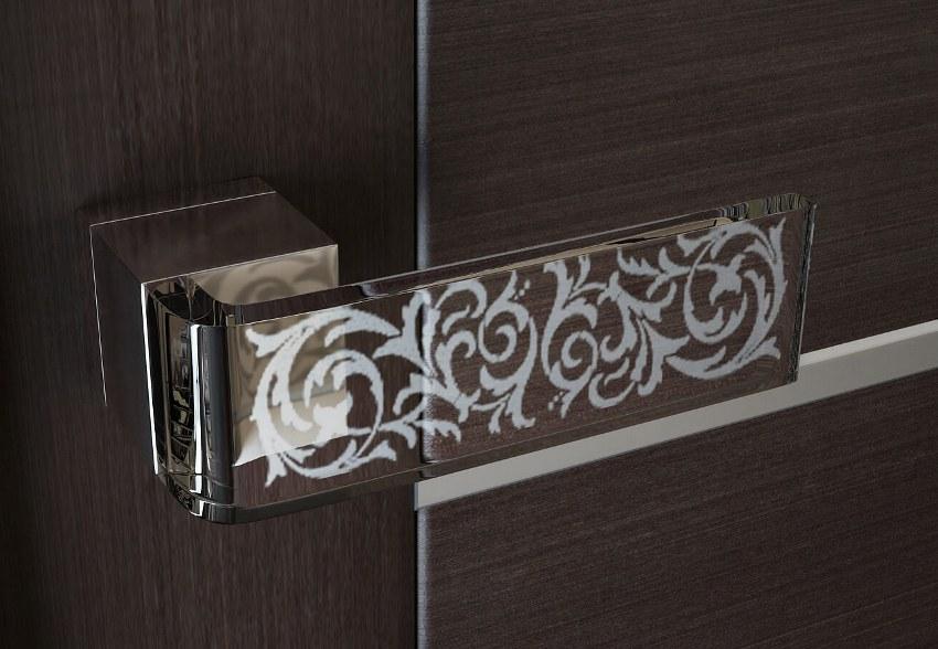 Стеклянная дверная ручка станет шикарным дополнением интерьера комнаты
