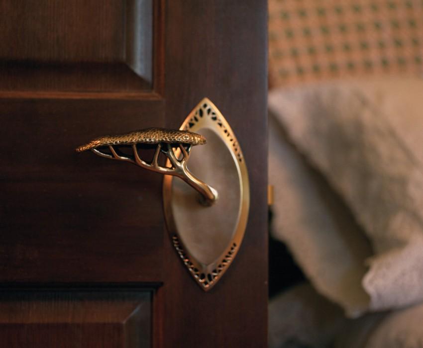 Красивая кованая ручка для межкомнатной двери
