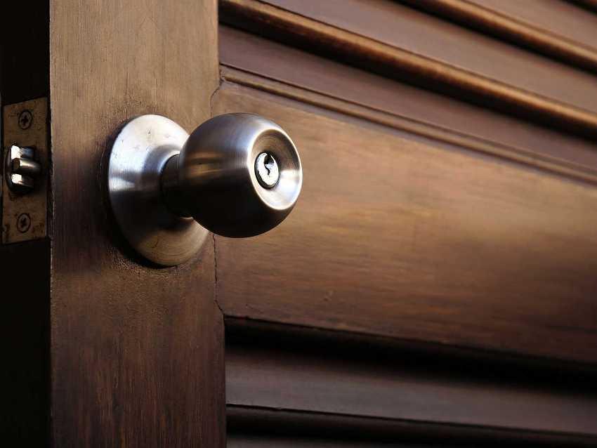 Круглая металлическая поворотная дверная ручка