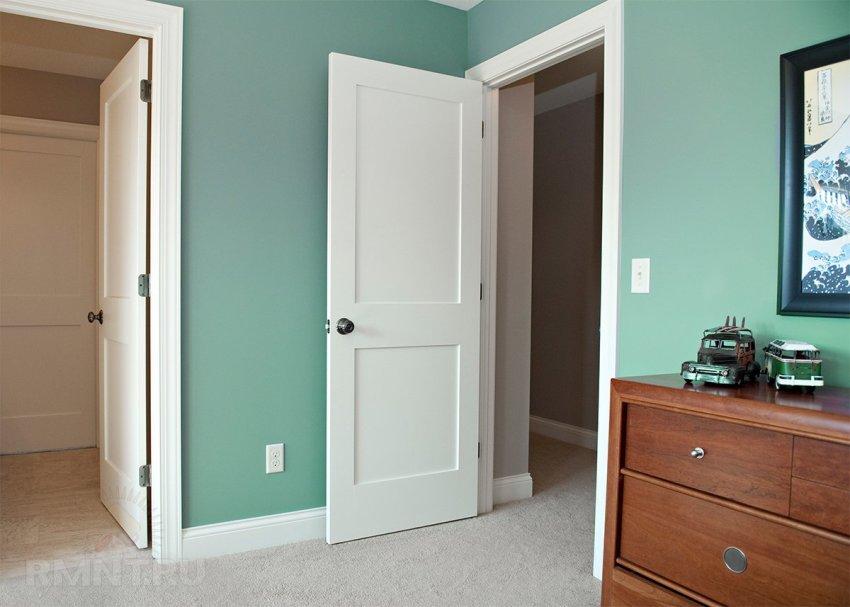 Поворотные ручки на межкомнатных дверях в современном интерьере