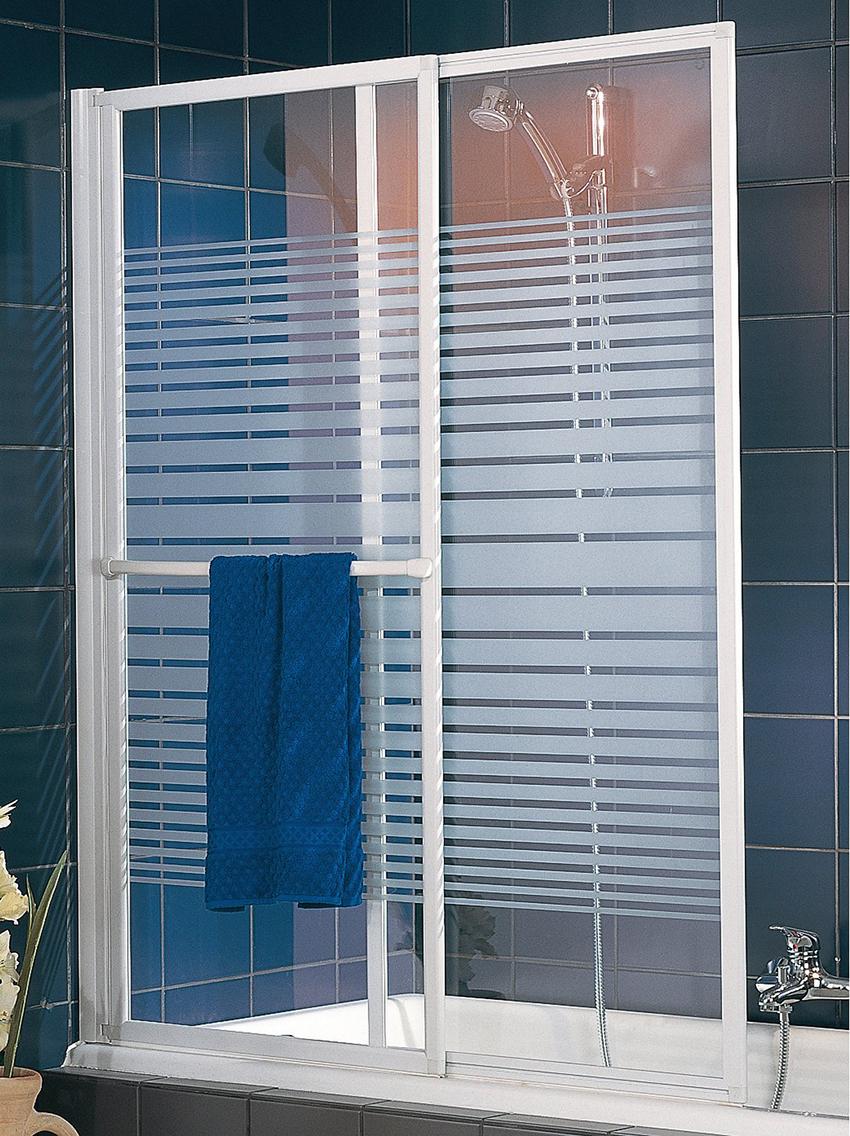 Раздвижные шторки являются самыми популярными, так как не требуют дополнительного места для открывания