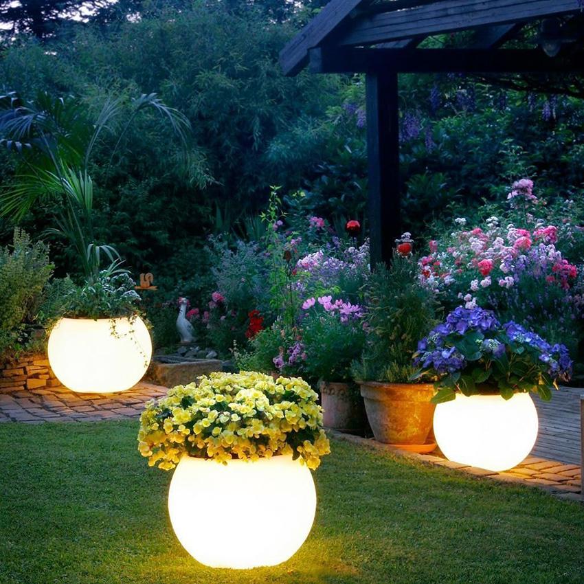 Использование тёплого свечения продлит «пробег» без подзарядки, так как по сравнению с холодным потребляет меньше электроэнергии