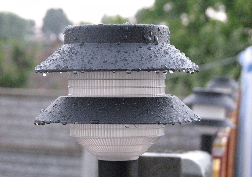 Благодаря фотоэлементам и улучшенной электрической схеме светильники могут работать даже в мороз и пасмурную погоду