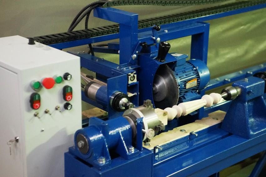 Токарно-копировальный станок позволяет своими руками изготавливать однообразные детали из дерева