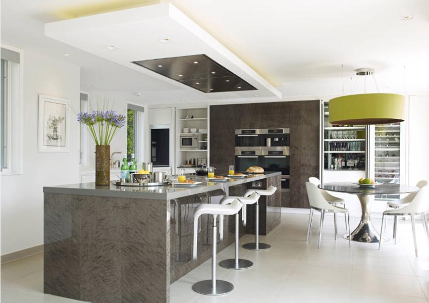 При выборе вытяжки на кухню, не стоит экономить на ее опциях и возможностях