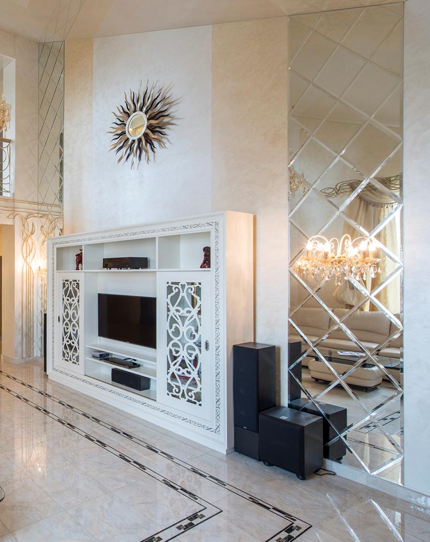 Плиткой можно выложить всю стену или декорировать какой-то элемент интерьера
