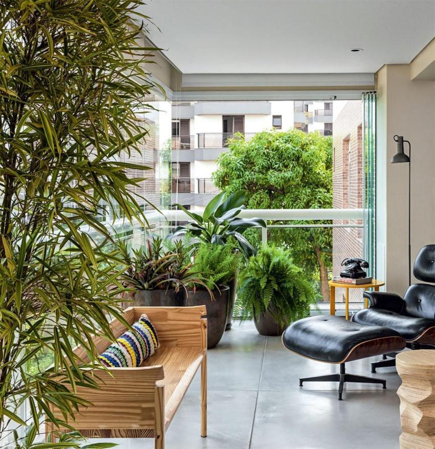 Благодаря растениям зимнего сада, «обогащенный» кислородом балкон вполне можно использовать как спальню, столовую или рабочий кабинет