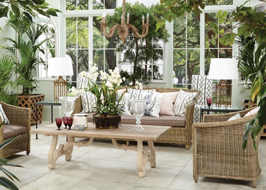 Зимний сад всегда придаёт дому свой неповторимый облик и стиль, вносит изюминку