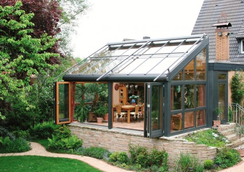 Пристроенный зимний сад - это дополнительный способ расширения полезной площади дома
