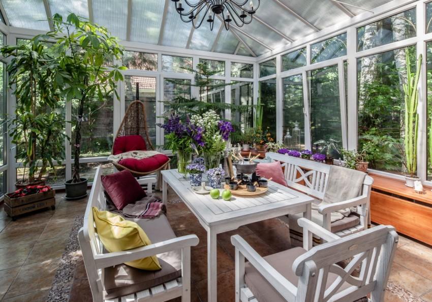 Растения в зимнем саду способны очищать воздушное пространство от вредных веществ, насыщать его кислородом и неповторимым цветочным ароматом